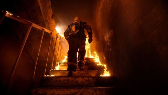 thumb_firefighter-stairs-burning-building.jpg